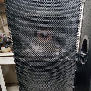 2 Mackie SR1530 3way Speakers for Sale in Chula Vista, CA
