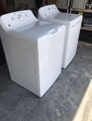 Like New! Heavy Duty GE Washer and Gas Dryer for Sale in Las Vegas, NV