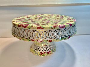 "MAYFAIR COLL Floral Scalloped-Edge Porcelain Cake/Pie Stand (Diameter: 10"") for Sale in Dade City, FL"