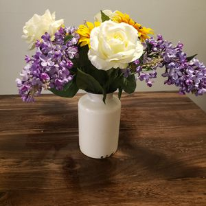 Rustic Farmhouse Vase W/flowers for Sale in Fountain, CO