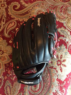 Wilson Tempest Softball Glove for Sale in Hesperia, CA