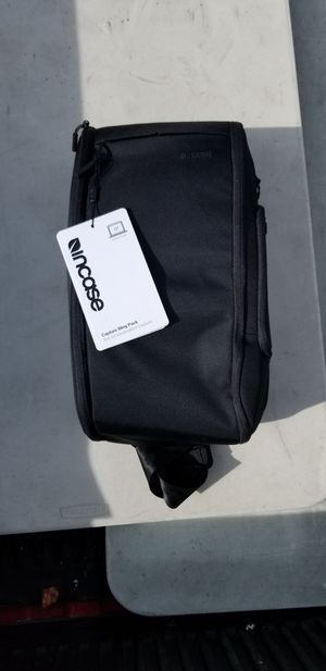 Incase Capture Sling Pack for Sale in Pico Rivera, CA