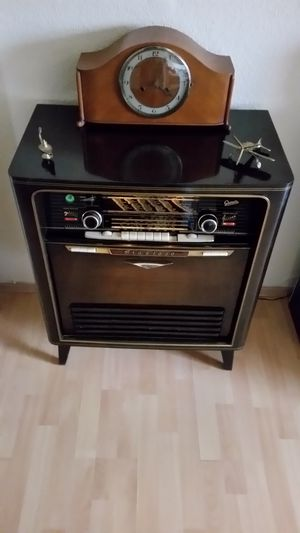 Antique Graetz Grazioso music cabinet for Sale in Richmond, TX
