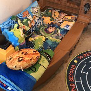 Toddler/Little Kid Pirate Ship Bed with Working Nightlights for Sale in Boring, OR