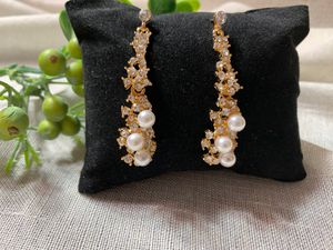 Gorgeous Earrings with Freshwater Pearls and Diamante for Sale in Los Angeles, CA