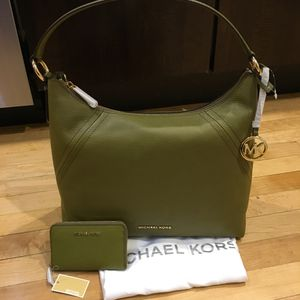 Michael Kors bundle for Sale in Chicago, IL