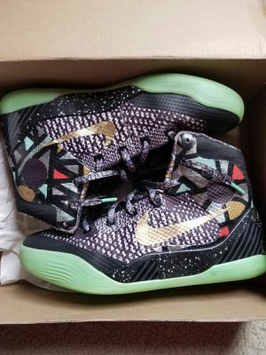 Kobes Size 6. (Must Pick Up) for Sale in Indianapolis, IN