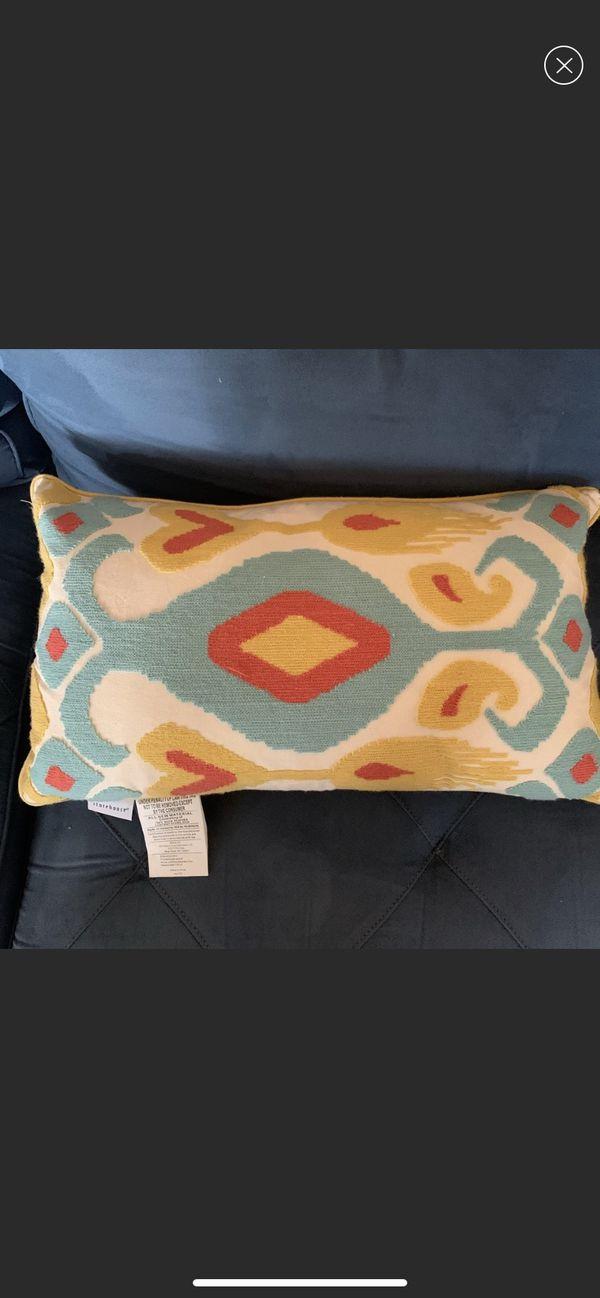 Set of 3 accent pillows