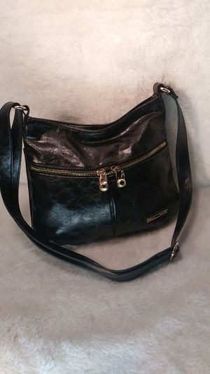 KENNETH COLE CROSSBODY PURSE for Sale in Olivette, MO
