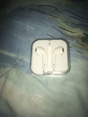 iPhone earbuds ( brand new in case!!!) for Sale in Swansea, IL