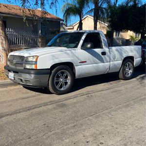 2005 Chevy Silverado V6 for Sale in Compton, CA