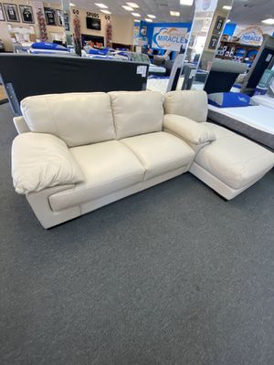 Leather couch mismatch for Sale in San Antonio, TX