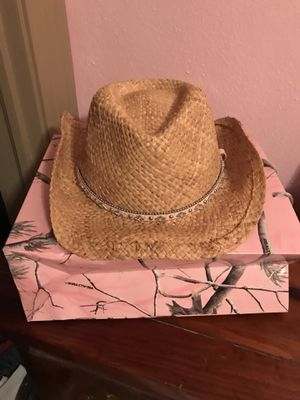 Straw hat for Sale in Suffolk, VA