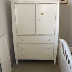 Child's Armoire for Sale in Chatsworth,  CA