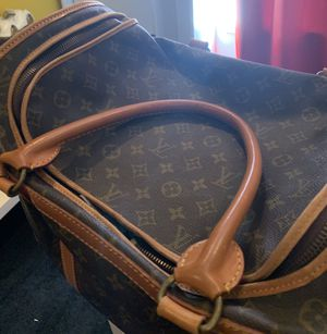 LOUIS VUITTON LUGGAGE 🧳 PIECE FOR SALE SERIOUS INQUIRES ONLY. THIS IS A VINTAGE PIECE THAT CAN ONLY BE APPRECIATED BY SOMEONE WHOM KNOW GOOD LOUIS VU for Sale in Philadelphia, PA
