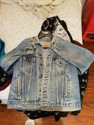Denim Jacket Broken in Classic Vintage Levis Levi size Large for Sale in Houston, TX