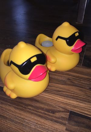 Fire Quackery Derby Ducks w/Tea Lights for Pool for Sale in San Antonio, TX