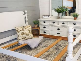 Queen Bed And Dresser With Mirror for Sale in Eatonville,  WA