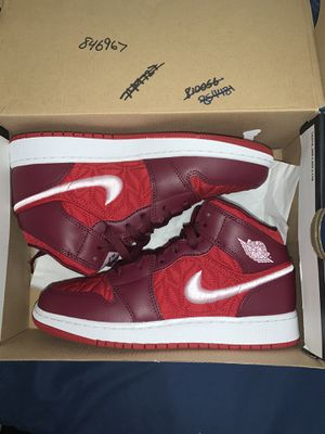 Jordan 1 mid red quilt size 6Y for Sale in Miami, FL