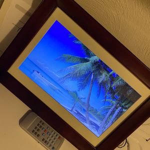 Nice Digital Picture Frame With Remote for Sale in Albany, OR