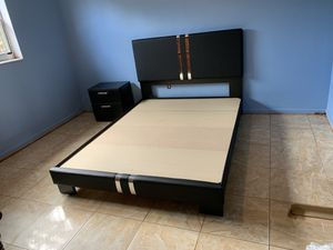 New queen 2 piece bedroom set FREE DELIVERY and installation. Bed frame and night stand for Sale in Pembroke Pines, FL