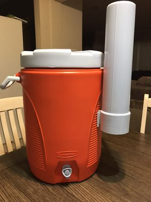Rubbermaid 20 Liters Water Cooler with Cup Holder for Sale in West Covina, CA