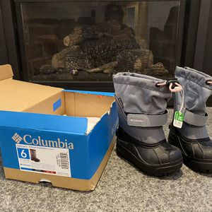 Toddler Columbia Snow Boots, Size 6 for Sale in Monroe, WA