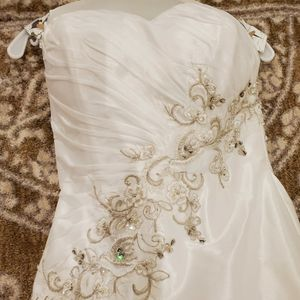 Wedding gown for Sale in Chicago, IL