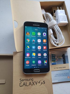 Samsung Galaxy S5 16 GB UNLOCKED COLOR GREY INCLUDED CHARGER AND BOX WORKS VERY WELL NEW CONDITION. for Sale in Murray, UT