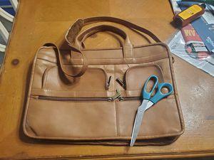 Geniune Leather messenger bag unisex. Vintage for Sale in Plainfield, IL