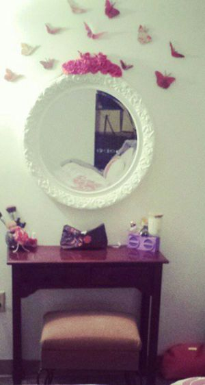 Small Vanity table / desk with mirror PRICE FIRM for Sale in Palm Beach, FL