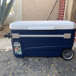 Igloo Cooler for Sale in Corona, CA