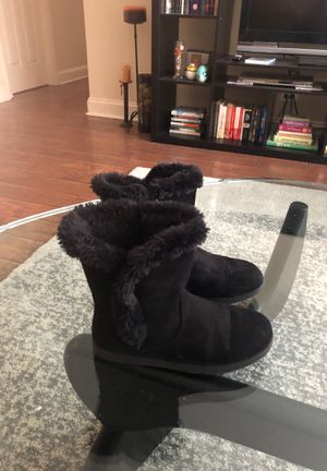 Winter boots for girl (size 4) for Sale in Wheeling, IL