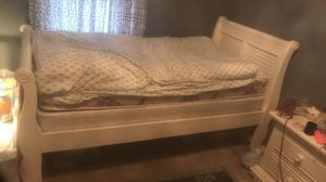 White twin slay bed/mattress/box spring for Sale in Lexington, KY