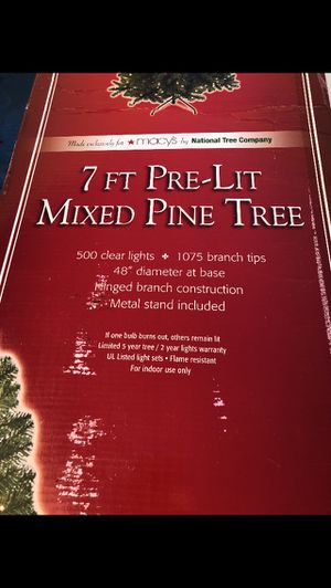 Brand new in box 7' Christmas tree pre lit for Sale in Brooklyn, NY