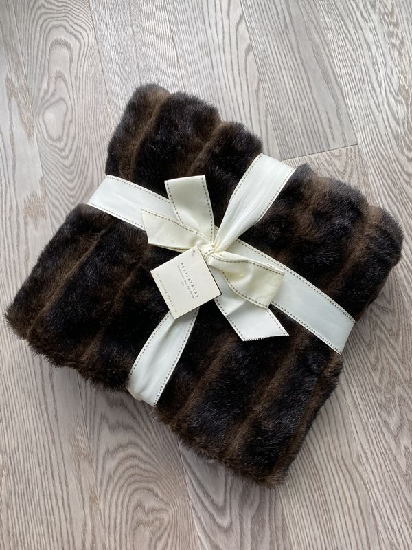 "New Pottery barn canneled Faux fur throw jété 50"" x 60"" plush blanket"