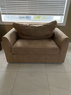 Kevin Charles Twin Sofa Bed ( I HAVE CATS NEEDS TO BE CLEANED) PRICE IS FIRM for Sale in Hialeah, FL