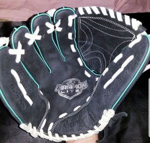 Youth (F) Baseball Glove (Left Hand) for Sale in Manchester, PA