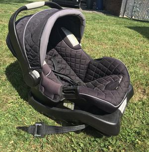Baby car seat 💺 for Sale in Slingerlands, NY