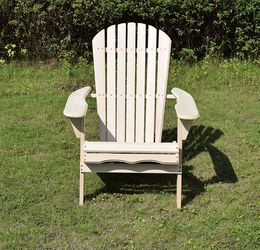New In Box Wooden Lounge Chair For Pool Outdoors With Natural Smooth Finish for Sale in Paramount,  CA