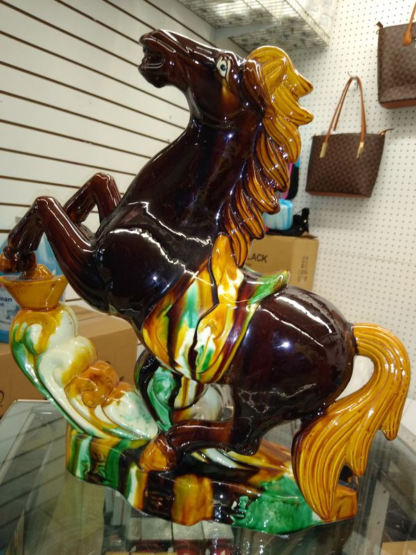 Center piece Brown horse ceramic decor