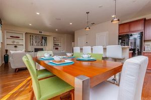 Dining room table and chairs for Sale in San Bernardino, CA