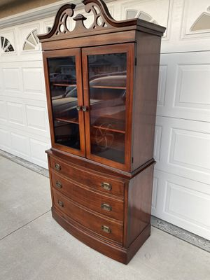 Selling a vintage 3 drawer hutch with two doors shelves for Sale in Corona, CA