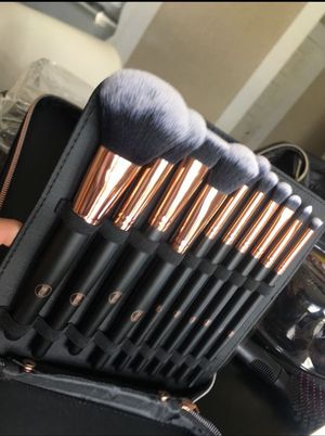 Makeup Brushes with travel bag for Sale in Stockton, CA
