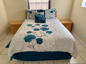 Queen Bedroom Set with Dresser & Mirror, night stands, Desk for Sale in Lantana, FL