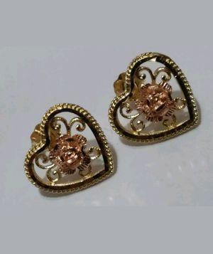 Aretes de oro 14k (corazoncitos) for Sale in Manassas, VA