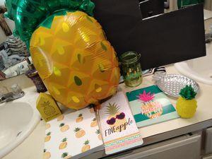 Pineapple bathroom decor for Sale in Lubbock, TX