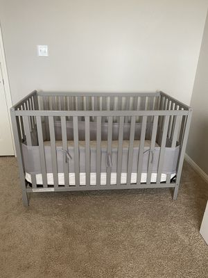 Gray baby crib for Sale in Round Rock, TX