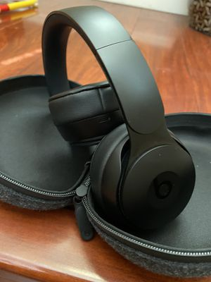 Beats Solo pro wireless w/ noise canceling and Apple H1 for Sale in Las Vegas, NV