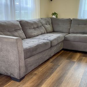 2-Piece Modern Gray Sectional Sofa 🛋 FREE DELIVERY! for Sale in Milwaukie, OR